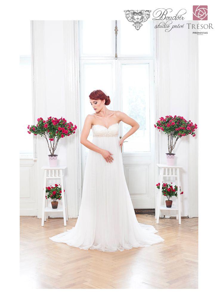 #BoudoirBride #bridehair #bridemakeup #wedding #bridedress