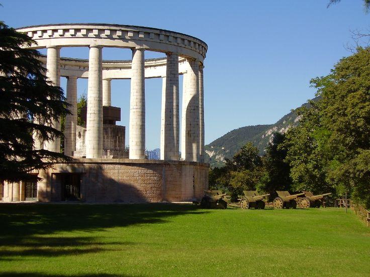 Mausoleo Cesare Battisti