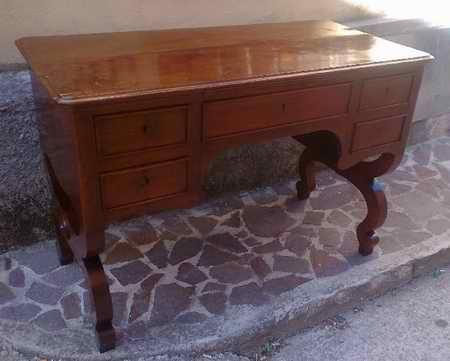 Il restauro di una scrivania napoletana
