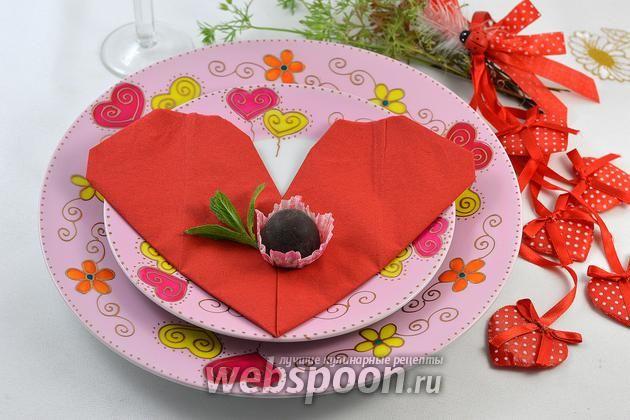 Фото Как сложить салфетки в виде сердца