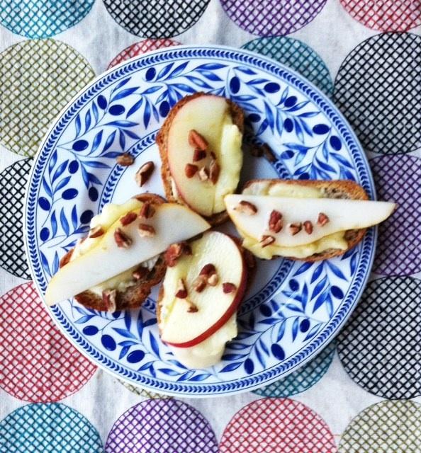 Apple and Pear Brie Crostini | YUM! OMG | Pinterest