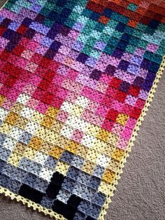 Over 400 squares inyour most favorite colors, blended in this mesmerizing piece – 35-40 shades or more! Design Profile Location: Arizona Pattern: Plain-Jane granny squares with a slight vari…