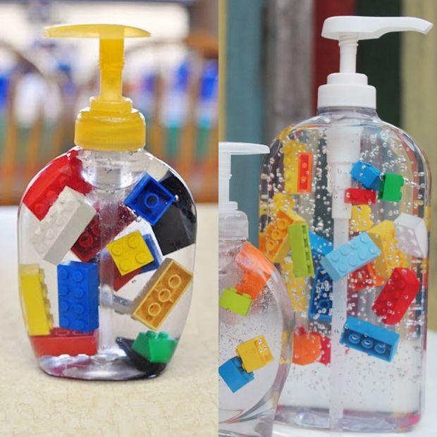 Enfeite o sabonete líquido de casa ou das crianças;