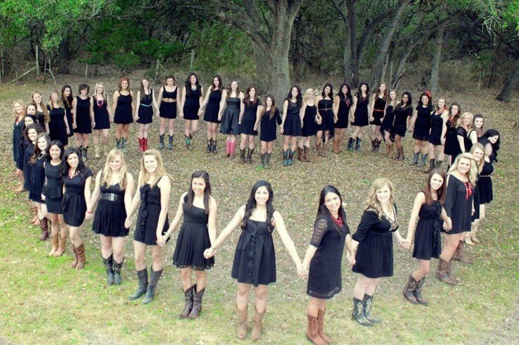 Great idea for a pre-recruitment PR photo with your chapter! #Theta1870