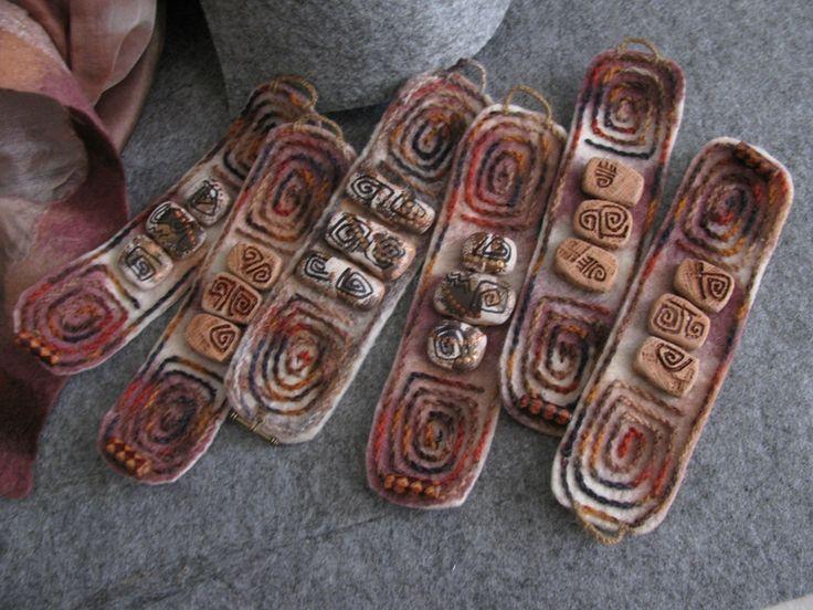 Войлочные браслеты с вышивкой и керамикой.