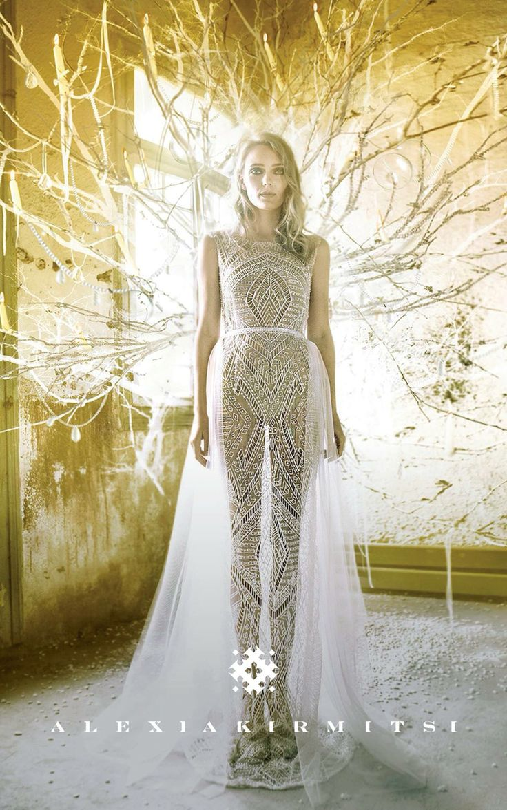 Wedding dress in mermaid shape with embroidered and beaded tulle. Adjustable skirt in fine tulle.