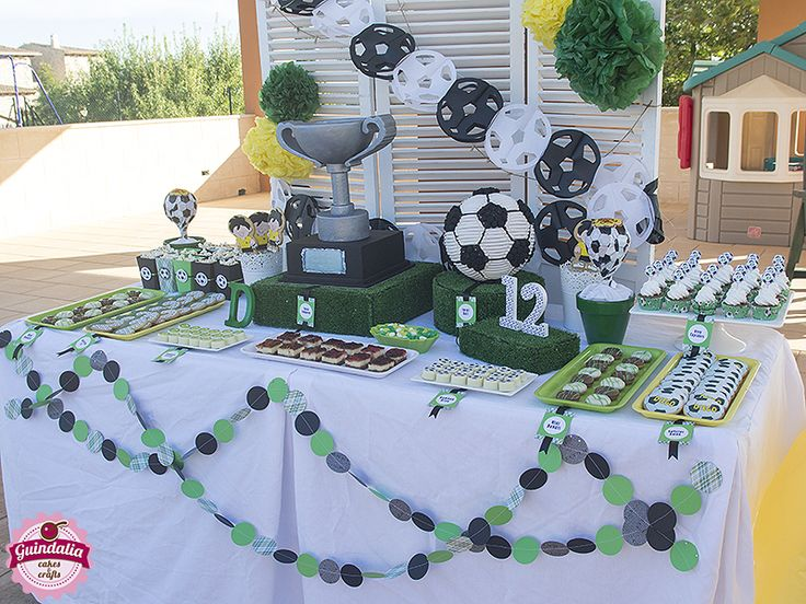 Vista mesa dulce temática fútbol