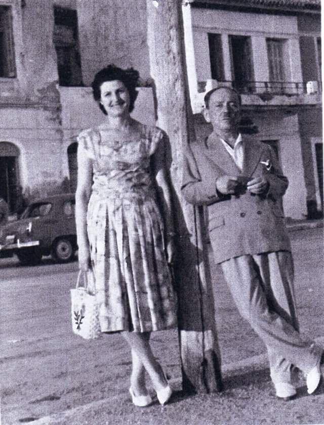 ΓΙΑΝΝΗΣ ΣΚΑΡΙΜΠΑΣ  1960 ΜΕ  ΤΗΝ ΣΥΖΥΓΟ ΤΟΥ ΕΛΕΝΗ ΣΤΗ ΧΑΛΚΙΔΑ