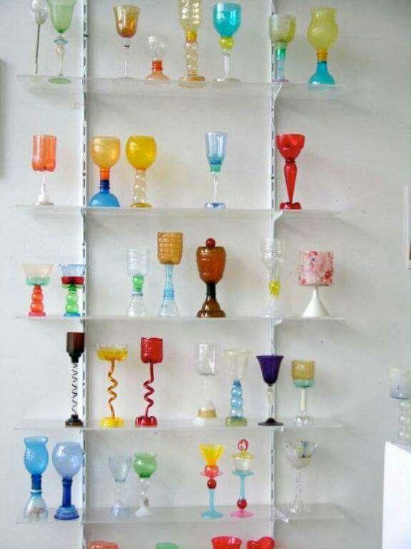Toda una estanteria para las fantásticas creaciones hechas con #residuos de envases ligeros. ....me pongo a reutilizar y me encano #LuxAxul