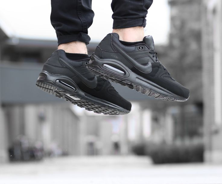 Jump! De nieuwe Nike collectie is binnen, what about these Nike Air Commant Leather?  https://www.sooco.nl/nike-air-max-command-leather-zwarte-lage-sneakers-27021.html