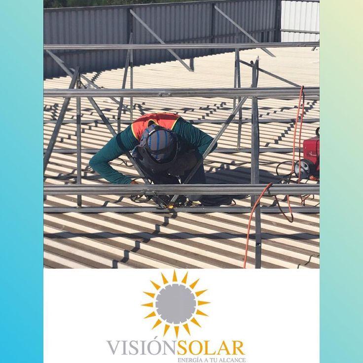 Soldamos los paneles solares que tu domicilio necesita. Una inversión sólida y fuerte para el ahorro máximo de energía #energy #energía #soldar #force #fuerza #electricity #electricidad #working #trabajando #panelessolares #solarpanels #paneles #panel #solar #sun #sol #trabajo #inversión