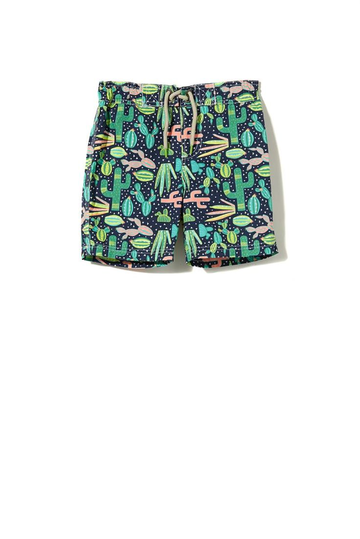 Get ready for the warmer weather with the Bobby Boardshort. Available in a variety of prints the Bobby Boardshort is complete with a draw string waist and is an essential item for the summer season.