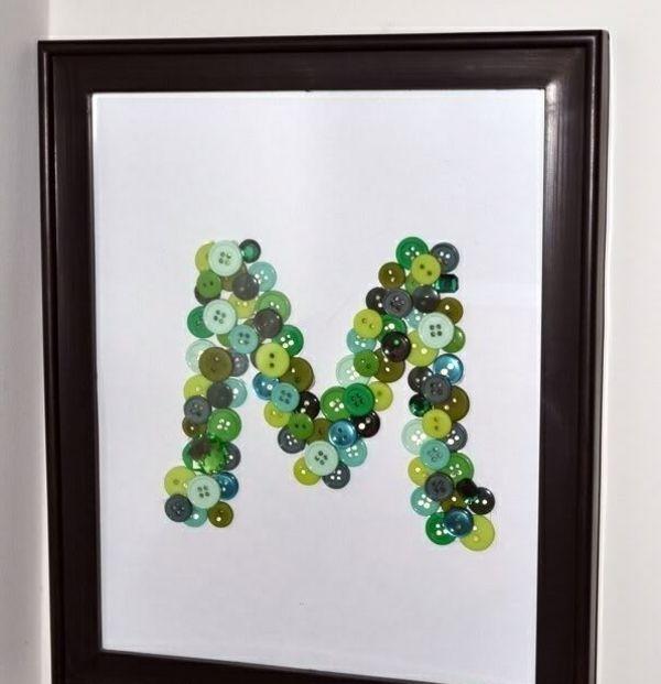 basteln mit knöpfen Buchstabe in Rahmen in Grün und Blau