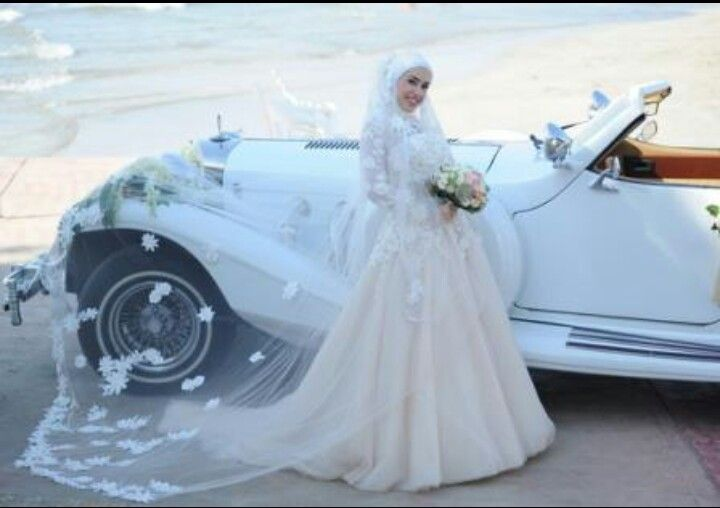 ♥ Beautiful Lacey Veil Bridal Gown ♥