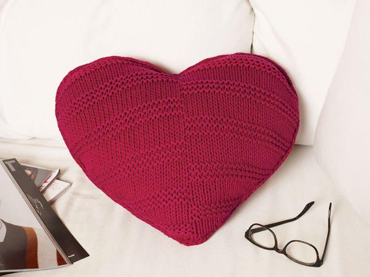 DIY-Anleitung: Herzförmiges Kissen stricken / knitting pattern for a heart shaped cushion via DaWanda.com