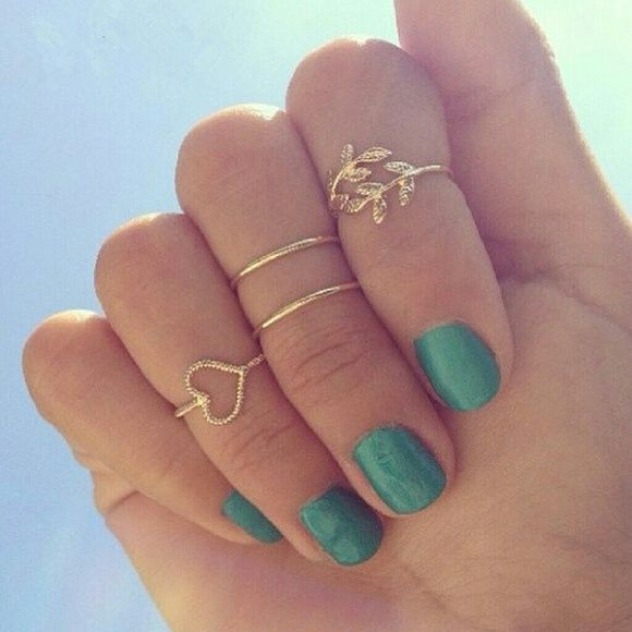 Lovely mid finger rings Brands new!  Comes with eyeliner gift 4 gold mid finger rings! Jewelry Rings