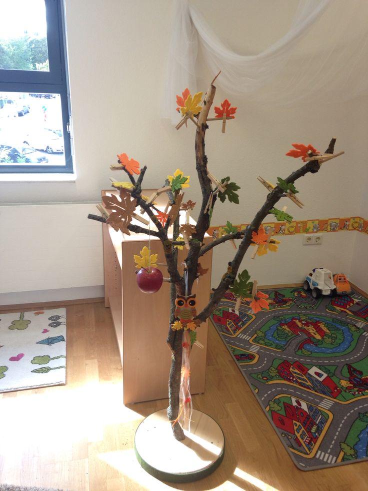 Jahreszeitenbaum montessori pinterest jahreszeitenbaum projekte im kindergarten und for Kindergarten bastelideen herbst