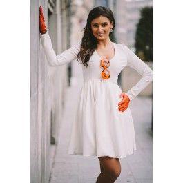 White casual dress! Rochie casual alba cu maneci lungi, perfecta pentru a fi purtata de dimineata pana seara.