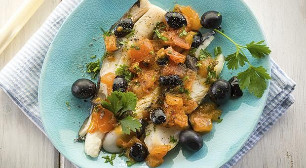 Filetti di merluzzo marinati con fagiolini, olive e capperi
