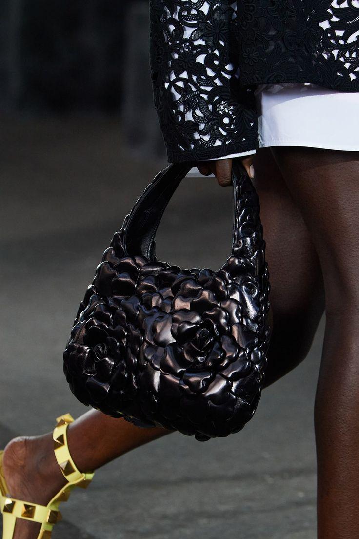 Fashion Bags, New Fashion, Spring Fashion, Fashion Show, Vogue Paris, Best Tote Bags, Luxury Lifestyle Fashion, Best Purses, Studded Bag