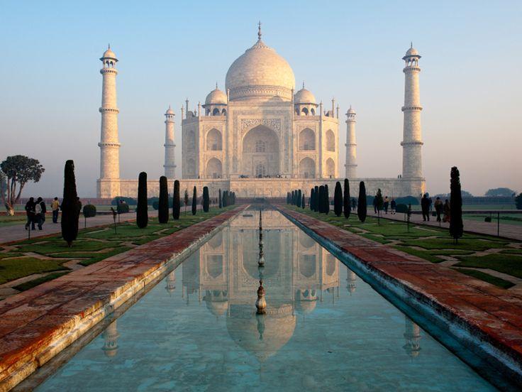 Il Taj Mahal, situato ad Agra, nell'India settentrionale (stato di Uttar Pradesh), è un