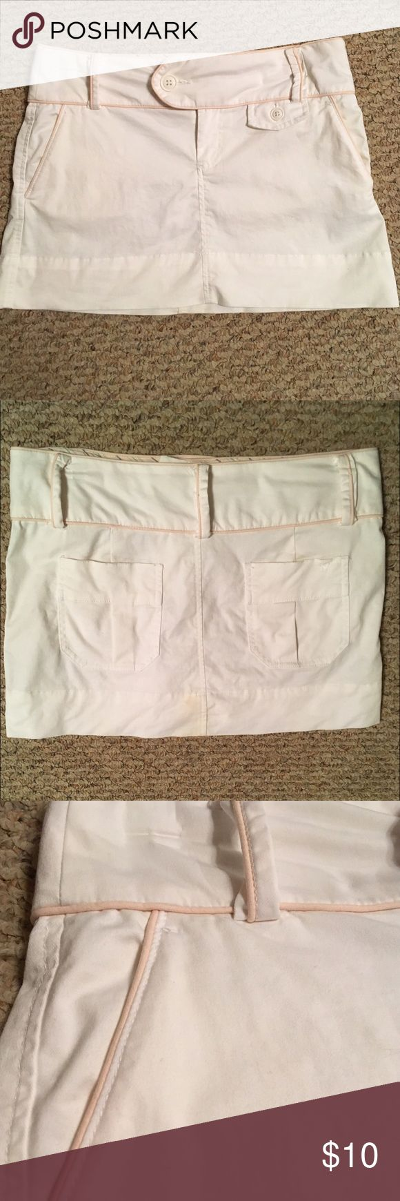 """AMERICAN EAGLE OUTFITTERS SKIRT W PALE PINK PIPING 🌺....GET READY FOR SPRING...ADORABLE BRIGHT WHITE AMERICAN EAGLE OUTFITTERS SKIRT ACCENTED WITH PALE PINK PIPING.  2 buttons(1 outside and 1 inside for security) and 1 zipper, all in working condition.  1 decorative(fake) under the left beltloop.  4 working pockets:  2 front side pockets and 2 back pockets.  5 belt loops:  2 in the front and 3 in the back.  SUPER CUTE!  Details:  machine wash cold, tumble dry low.  Measurements:  waist 33""""…"""