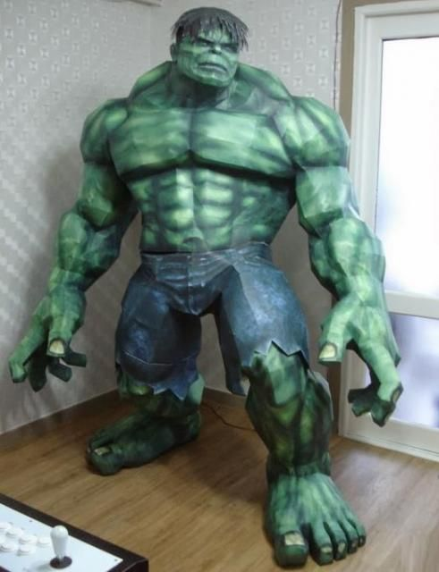Incredible Hulk Paper Model With Two Meters Tall - by Paper Juke Assembled by Sinsis - == - I had already posted here on the blog this Incredible Hulk Paper Model With Two Meters Tall, created by French designer Paper Juke. Now I am posting the same model, but assembled in all its greatness, by modeler Sinsis. The link to download the model is, as always, just below, at the end of this post.