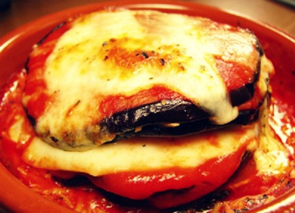 Baked eggplant with tomato sauce