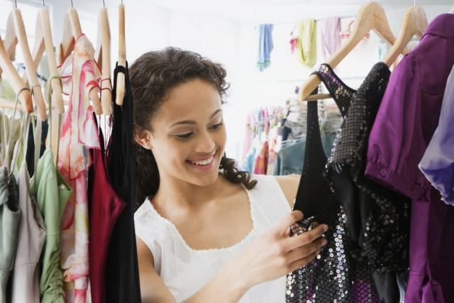 Where and how to find an inexpensive prom dress! Cute, cheap prom dress shopping tips for the budget shopper.