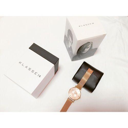 DWの大ブーム以来人気のデカ時計。今ネクストブーム確実と言われているのが大人気の腕時計ブランド、KLASSE14(クラス14)。イタリア発のKLASSE14(クラス14)はシンプルかつ上品なデザインでオトナ女子の話題となっているのです。