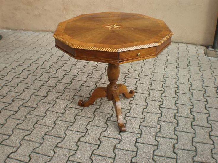 Antico tavolo ottagonale intarsiato
