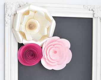 Papel de flores de menta y flores de papel marfil por DesignbyAndra