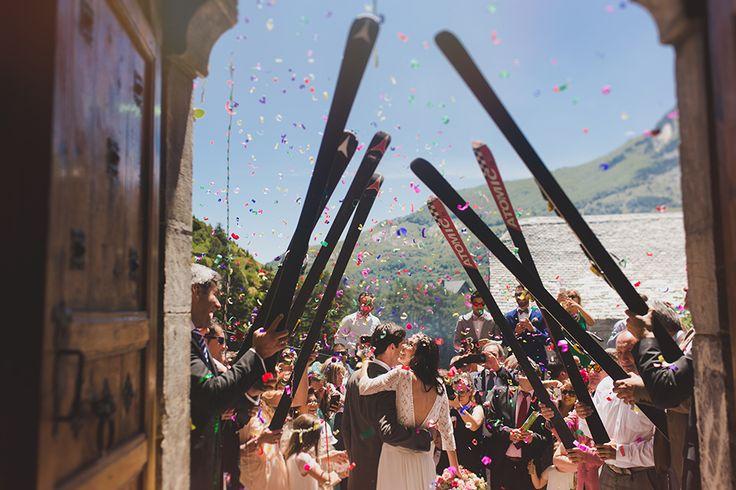 """Patrizia & Héctor """"Fotógrafos del Pirineo"""" » Fotógrafo de bodas y niños en Huesca, Zaragoza, Navarra, Lérida y Andorra. #boda en #sallentdegallego #formigal #huesca #pirineos #pyrenees #weddingphotography #fotografiadebodas #fotografodebodas #valledetena #bride #esqui #novios #confeti"""