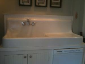 Craigslist Kitchen Sinks : Antique Farm Sink Looks like our family farm sink