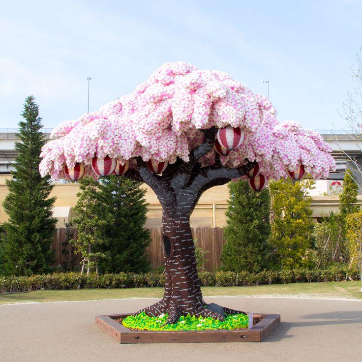 Legoland Japan Breaks Record With Cherry Blossom Tree Made From 880 000 Lego Bricks Cherry Blossom Tree Blossom Trees Cherry Tree