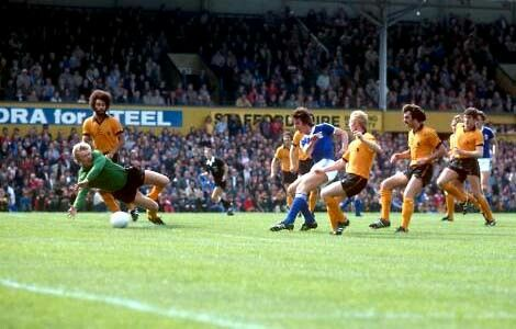 Wolves 3 Ipswich Town 0 in Aug 1979 at Molineux. Paul Bradshaw saves from Paul Mariner #Div1