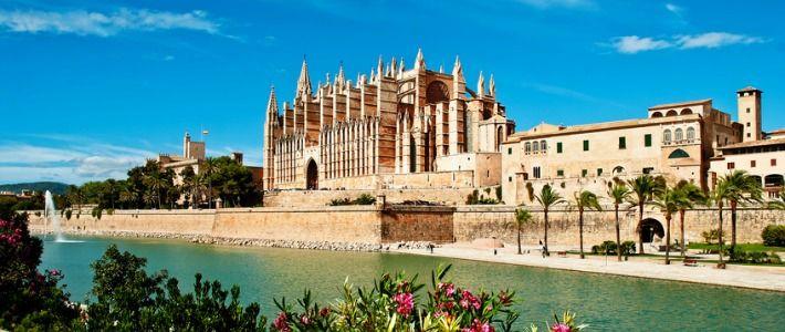Si vous ne connaissez pas Palma de Majorque, ou si vous avez envie d'y retourner foncez et offrez-vous un agréable séjour à Palma de Majorque aux Baléares. Culture, farniente, visites, plages et plus encore vous y attendent. #vacances #baleares