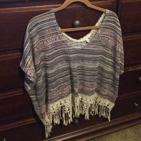 Aeropostale Knit Top Cute Aeropostale knit top in shades of pink, grey and cream with cream fringes. Size is XS/S but is made wide. Aeropostale Tops