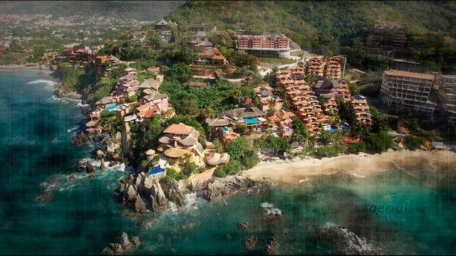 Panoramicas realizadas con drone, que muestran las playas de Ixtapa-Zihuatanejo. Una perspectiva de lo alto, un bello destino para divertirse y descanzar.