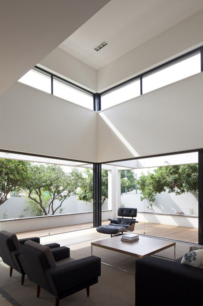 G House / Paz Gersh Architects Tall ceiling with extra windows