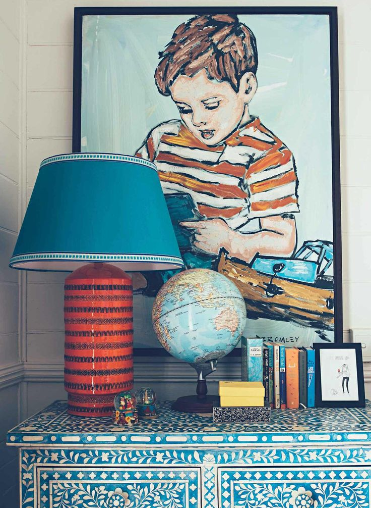 What a lovely globetrotting boho vignette. Love the blue, turquoise and red color scheme.