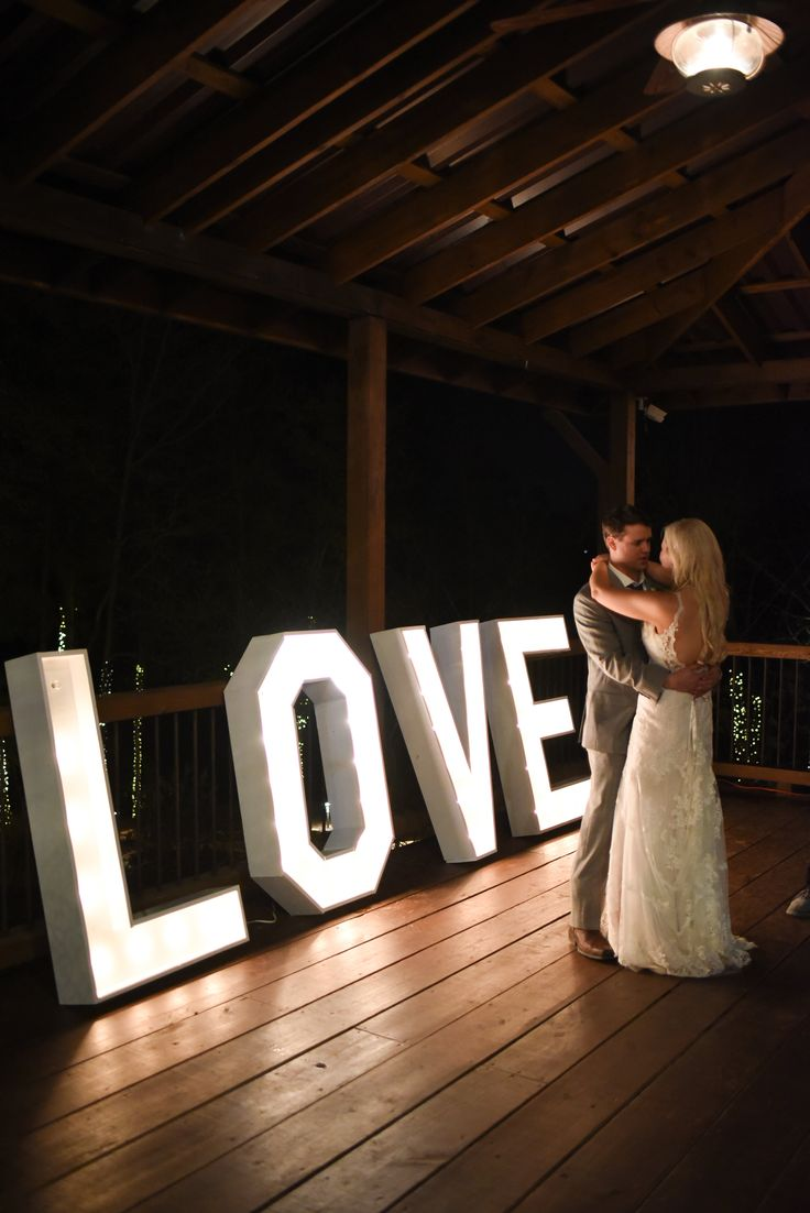 Big Sky Barn | Montgomery, Tx | Kate Co Photography | Love sign by Sweet Tea N' Linens