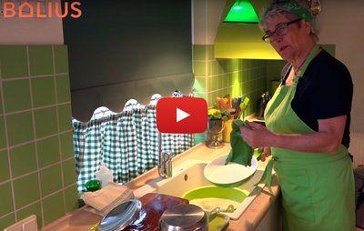 VIDEO. Må du tørre gryde, pande og spækbræt af med karkluden?