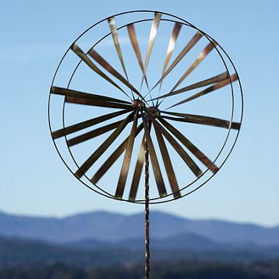 Wagon Wheel Wind Spinner With Twisted Stake Garden