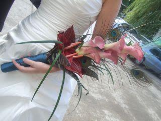 Centros de mesa para boda: Ramos de novia y corsage con plumas de pavo real