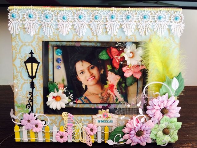 A gardenia theme photo frame with tutorial.