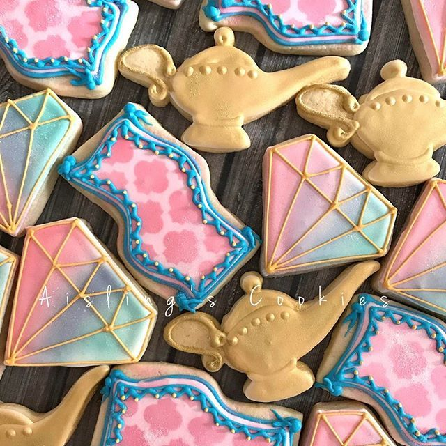 Shimmer and Shine themed birthday favors! #shimmerandshine #birthdaycookies #birthday #edibleart #cookieart #sugarart #cookiesofinstagram #customcookies #sugarcookies #magiccarpets #geenieinabottle #aislingscookies #auburnmassachusetts #worcestermassachusetts
