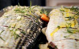 Como fazer peixe assado com pirão: anote a receita da família de Rodrigo Hilbert.