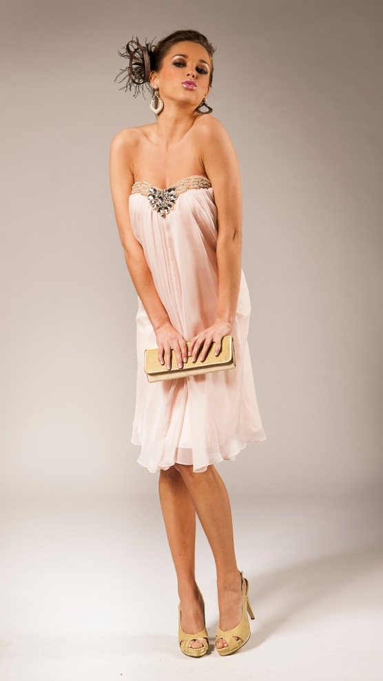 Short pale pink bustier dress with pearls |  Robe bustier courte en voile rose pâle avec perlages sur le dessus | Kort bustier avondkleedje met strass | Anne-Sophie SMARTSHOPPING