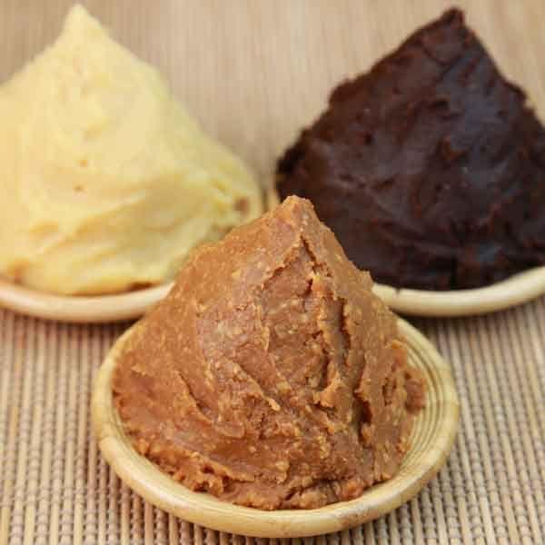 El miso es un condimento oriental muy consumido en Japón. Descubre qué es y los tipos de miso que hay. Te lo explicamos en la tienda ecológica MerkaBio